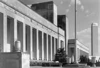 A 1952 view of the front facade of the Hall of State at Fair Park in Dallas, from the State Fair of Texas archive, highlights the names of the notable Texans along the top of the building.(State Fair of Texas)