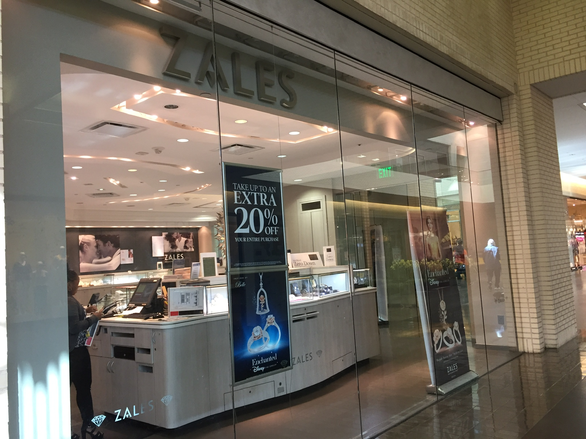 Signet To Permanently Close About 400 Jewelry Stores Including Zales Kay And Jared