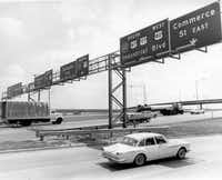 Cars driving on the newly completely R.L. Thornton Freeway on July 1966.(CLINT GRANT/The Dallas Morning News /Dallas Public Library - Texas/Dallas History and Archives Division)