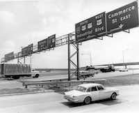 Cars driving on the newly completely R.L. Thornton Freeway on July 1966.(CLINT GRANT/The Dallas Morning News/Dallas Public Library - Texas/Dallas History and Archives Division)