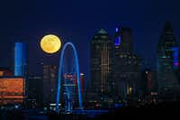 The full moon rises over the Dallas skyline Dec. 22, 2018.(Ryan Michalesko/Staff Photographer)