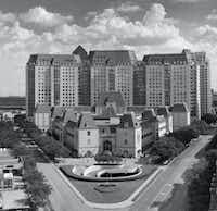 Philip Johnson, the Crescent, Uptown Dallas, completed 1985.(Crescent Real Estate)