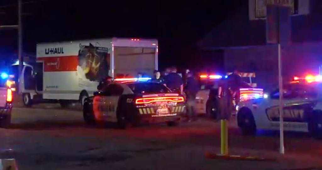 Watch: 4 arrested after fleeing from Dallas police in U-Haul