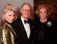 Joan (left) and Irvin Levy, shown with Martha Hyder at a Kimbell Art Foundation dinner in 1998.(Andy Hanson)