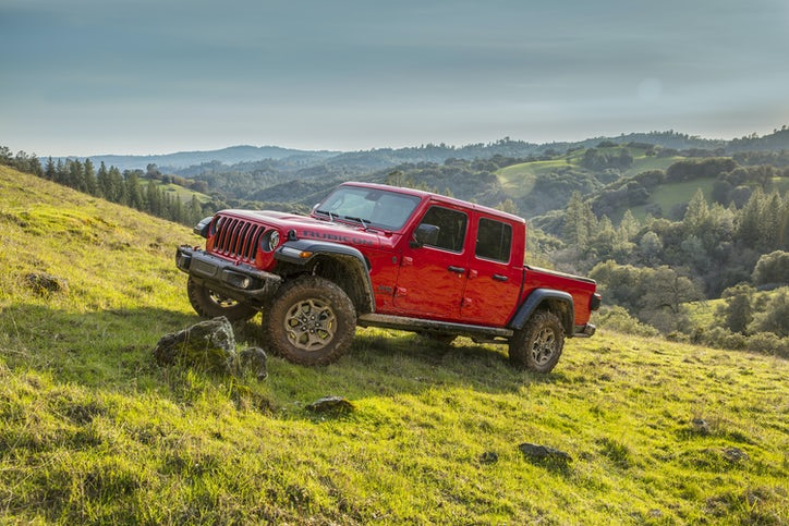 2020 Gladiator injects Jeep DNA into a pickup truck ...