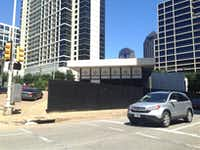 The site is just a block from Klyde Warren Park.(Steve Brown)