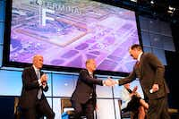 Dallas Mayor Mike Rawlings (right) shakes hands with American Airlines CEO Doug Parker (center) as DFW Airport CEO Sean Donohue (left) and Fort Worth Mayor Betsy Price applaud after it was announced that the airport would be adding a new terminal during the annual state of the airport address at the Hyatt Regency DFW on Monday, May 20, 2019.. (Smiley N. Pool/Staff Photographer)