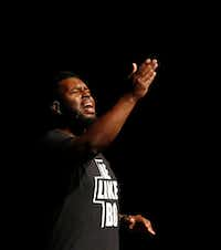 """Jeremy Bonner sings the gospel song """"Let it Rise"""" as he prepares to tell his story — including stories about his friend Botham Jean.(Vernon Bryant/Staff Photographer)"""