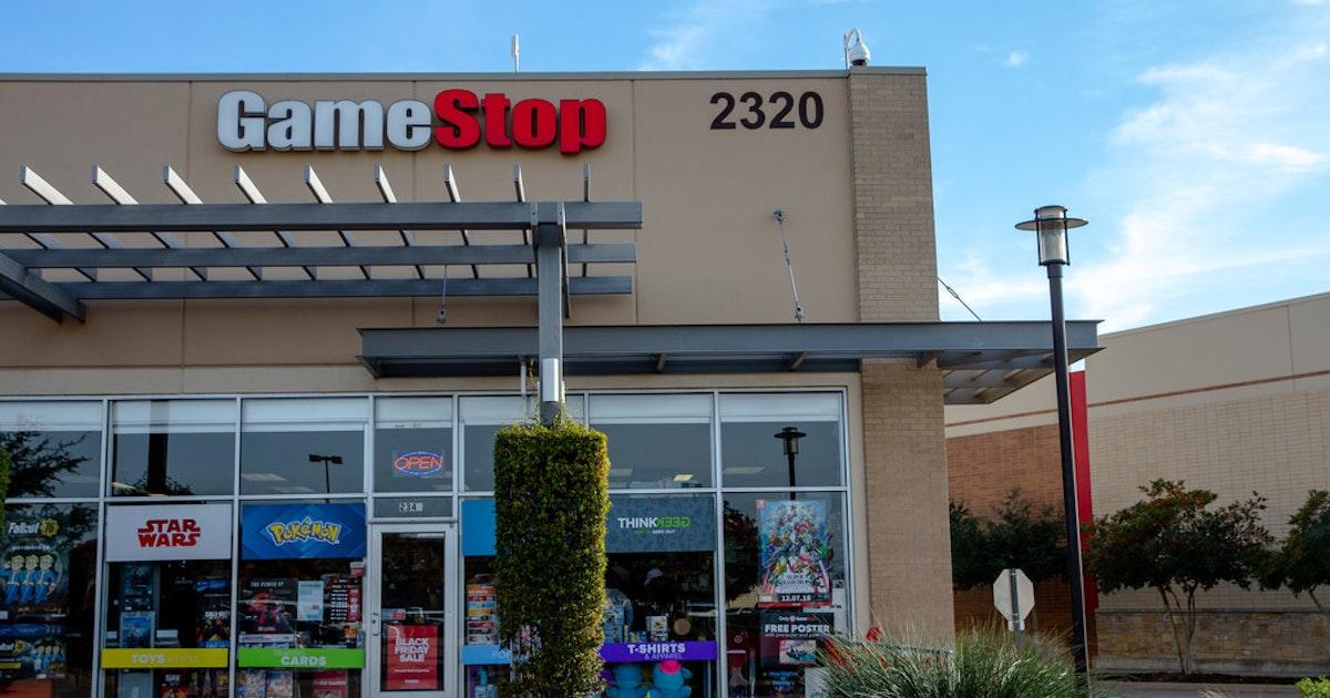 GameStop's steep drop in sales sends stock into post-market nosedive - Dallas News