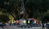 Crew members worked to remove the Robert E. Lee statue at the now-former Lee Park in Dallas on Sept. 14, 2017. (File Photo/Staff)
