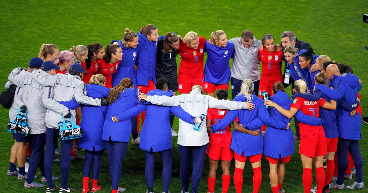 Letters: U.S. women's soccer team, drug prices, Federal Reserve System, red-light cameras...