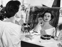 In this file photo taken on August 23, 1954 shows US actress and fashion designer Gloria Vanderbilt. - Gloria Vanderbilt has died at age 95, according to  CNN on June 17, 2019, her son is CNN news anchor Anderson Cooper.(-/AFP/Getty Images)