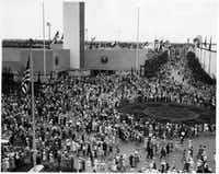 Visitors crowd the plaza in front of the Federal Building at Fair Park during the Texas Centennial Exposition in 1936. The Dallas Museum of Natural History made its debut during the Centennial Exposition.(Dallas Historical Society)