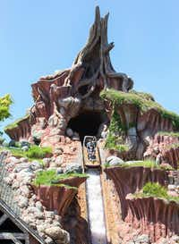 The average wait time for Splash Mountain was 53 minutes during the first week of June 2018, according to an analysis. After Star Wars: Galaxy's Edge opened at Disneyland, the average wait time for the flume ride dropped to just under 21 minutes.(Paul Hiffmeyer/Disney Parks)