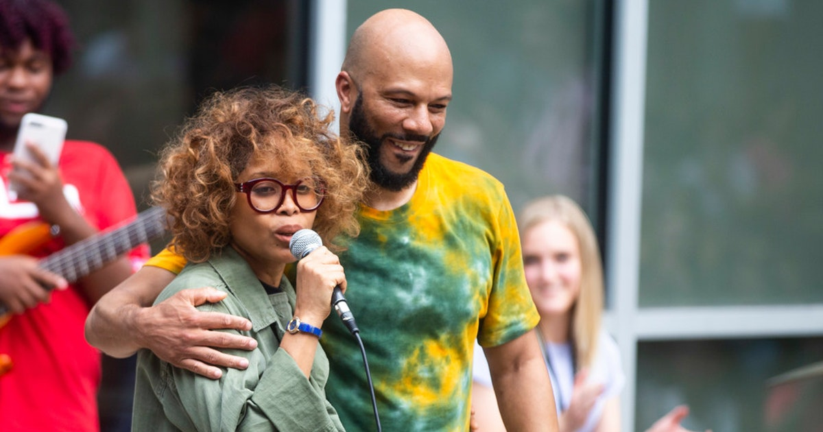 A surprise visit by Erykah Badu, Common get this high school off to an inspiring start for the year...