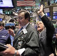 Traders Ben Willis, center, and Peter Tuchman work on the floor of the New York Stock Exchange Tuesday, June 30, 2009. (AP Photo/Richard Drew)