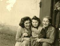 Claire Sternberg, Magda Sternberg, and their niece, Fritzi, who died in Auschwitz. Fritzi was three years old.( Naomi Martin  )