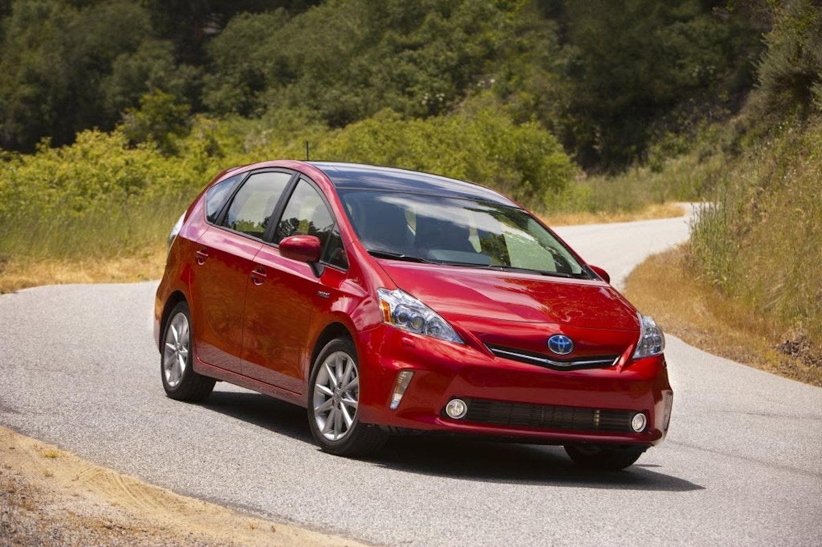 Новый Toyota Prius - От 14 000р. в месяц