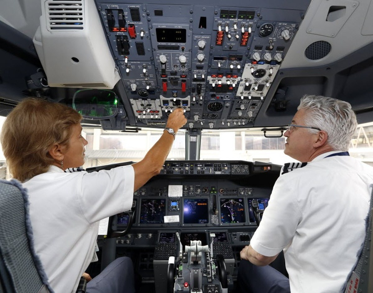 American Airlines' pilots union accepts company's last contract ...