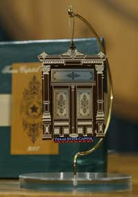 ORG XMIT: *S0421384824* This close up view shows the 2007 Texas Capitol holiday ornament at the unveiling Wednesday, Oct. 24, 2007, in Austin, Texas. This year's ornament features a miniature of one of the building's carved wooden doors. It is the 12th in the series that began in 1996.     (AP Photo/Harry Cabluck) AT101 10252007xNews(Harry Cabluck - AP)