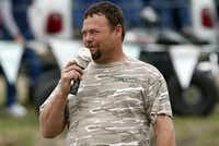 Steve Peel served as the announcer for the action at The Pits in Nevada, Texas.( Stewart F. House  -  Special Contributor )