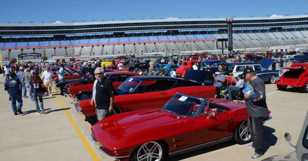 Car show rolls 2 500 cars into texas motor speedway this for Apartments near texas motor speedway