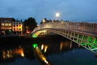 Ireland isn't  exactly sweltering, so it's a great  time to visit without the crowds. The  Ha'penny Bridge in Dublin is particularly scenic.(Tourism Ireland)