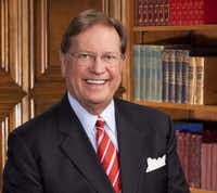 Doug Hawthorne, longtime leader of Texas Health Resources, plans to step down from his role as CEO by the end of 2014.