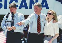 Democratic presidential candidate Bill Clinton, center, with Hillary during a campaign stop in Corsicana, Texas on August 28, 1992. At left, running mate Al Gore. (David Woo/The Dallas Morning News)