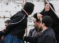 Samereh Alinejad slapped her son's killer during his execution ceremony in Iraq, then removed the noose from his neck.( Arash Khamooshi  - Presse )