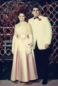 The high-school sweethearts who attended their 1966 prom together were divorced in 1988. Shari determined she had made a mistake, and she and Les were remarried in 1993 in a prison visitor's cubicle.