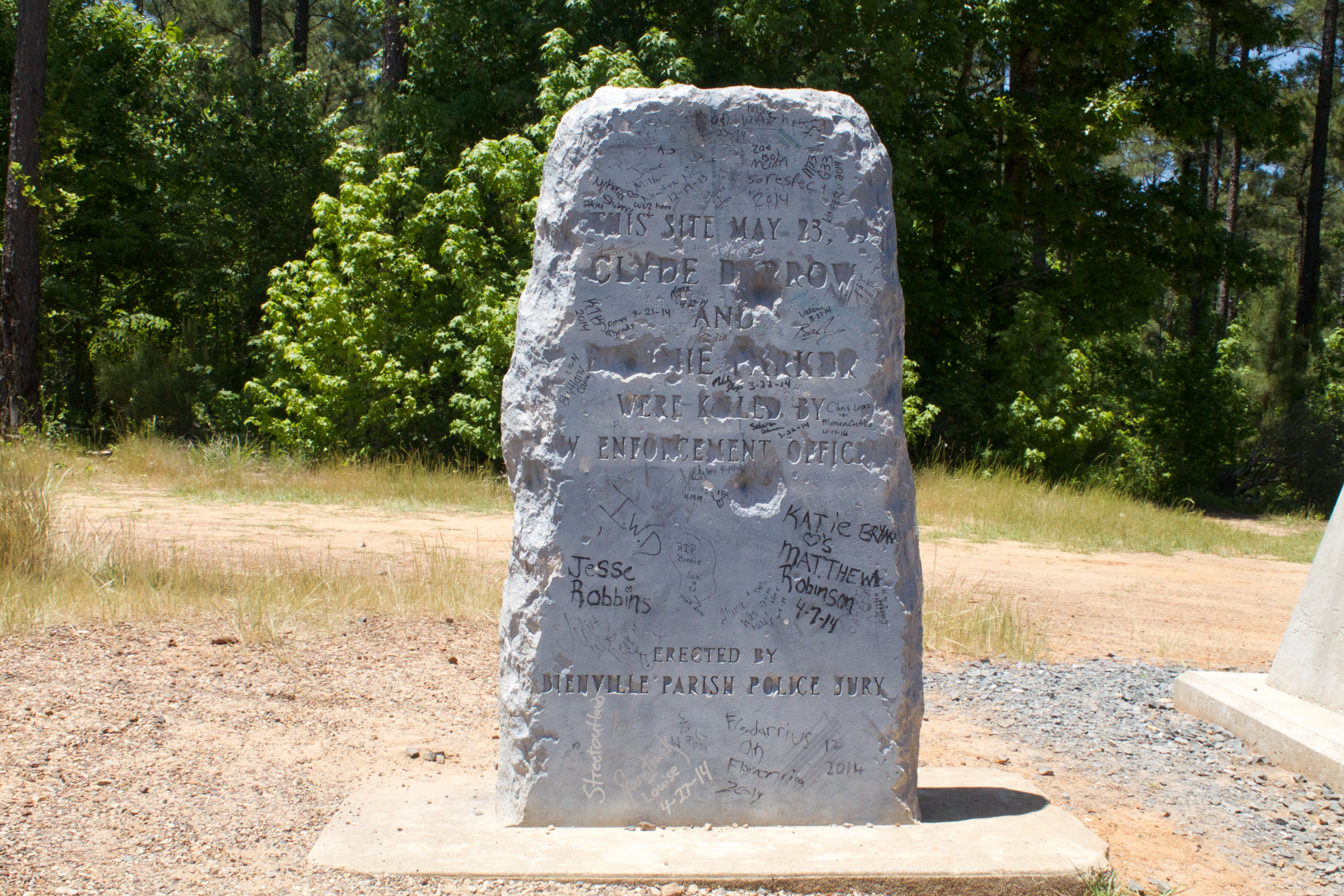 bonnie and clyde burial place