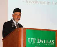 Suhail Kausar, chapter president of Ahmadiyya Muslim Community Dallas, spoke at the group's UTD conference.(Picasa)