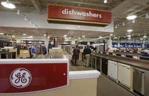 Nebraska Furniture Mart didn t hit $1B goal in a year but