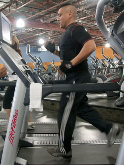 New health club chain in dallas area touts low fees new equipment
