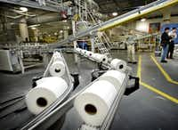 The shuttering of the Everett mill will mark the end of an era for Kimberly-Clark, which has been headquartered in Las Colinas since 1985. Last year, K-C announced a restructuring of its tissue business, including the disposal of its remaining pulp mills, acquired in a 1995 merger with Scott Paper.