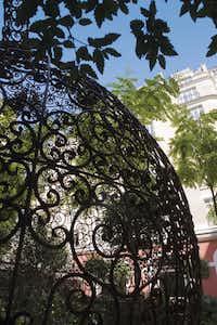 The Tea Pot of the artist Joana Vasconcelos in Le Jardin of Le Royal Monceau