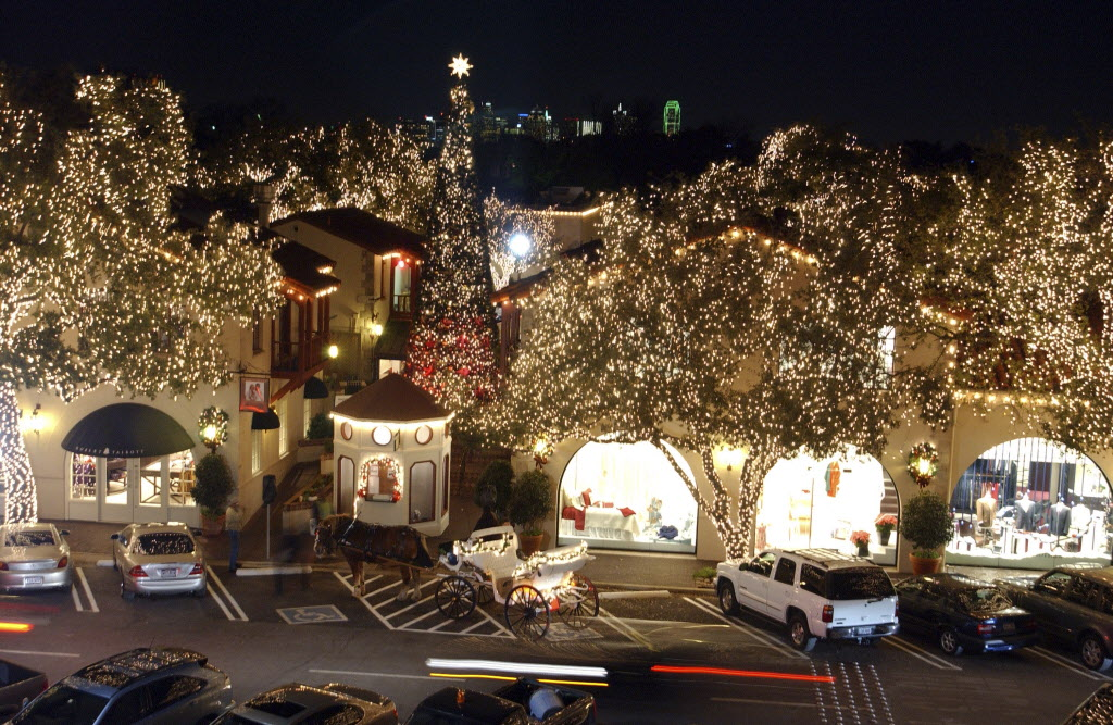 Feds sue Dallas-based Christmas Light Company, claiming it isn't ...