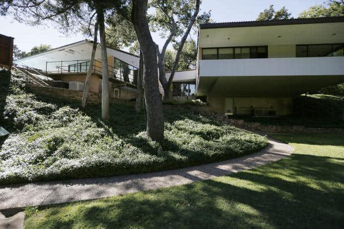 1950s Dallas house is part Rat Pack part space race
