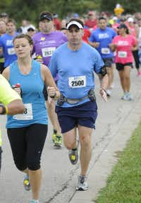 Brett Hanson begins the the 10k race of the Tour des Fleurs behind the Dallas Arboretum on Saturday, Sep. 15, 2012.