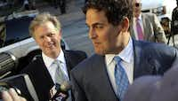 Mark Cuban arrives at the courthouse as bidders arrive for the Texas Rangers baseball team ownership auction in Fort Worth on Wednesday August 4, 2010.(LOUIS DeLUCA/Staff Photographer)