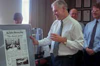 Bob Mong was celebrated and satirized at a farewell party in 1996, when he left for Owensboro, Ky. He returned to The Dallas Morning News in 1998.(Staff photo)