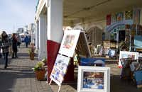 On sunny days, the local Artist Quarter galleries open onto Brighton Beach.