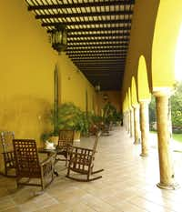 Rocking chairs on shady verandahs at Hacienda Misné.