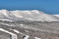 This season Breckenridge, in Colorado, opens Peak 6, which will include 400 acres of lift-served terrain and 143 acres of hike-to terrain. The expansion will include high-alpine, intermediate bowl skiing aê a rare find in North America.