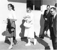 Secret Service agents, including Howard, follow Marina Oswald (left), holding June's hand, and Marguerite holding Rachel, into Parkland Memorial Hospital to see Lee Harvey Oswald.(Photo by MASON LANKFORD)
