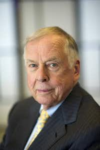 T. Boone Pickens, founder and chief executive officer of BP Capital LLC, sits for a photograph after an interview inside the Bloomberg Link during the Republican National Convention (RNC) in Tampa, Florida, U.S., on Wednesday, Aug. 29, 2012. Representative Paul Ryan takes the stage tonight to address the RNC with a dual mission: to provide a spark, along with his big ideas about cutting the budget, to energize the party's base.