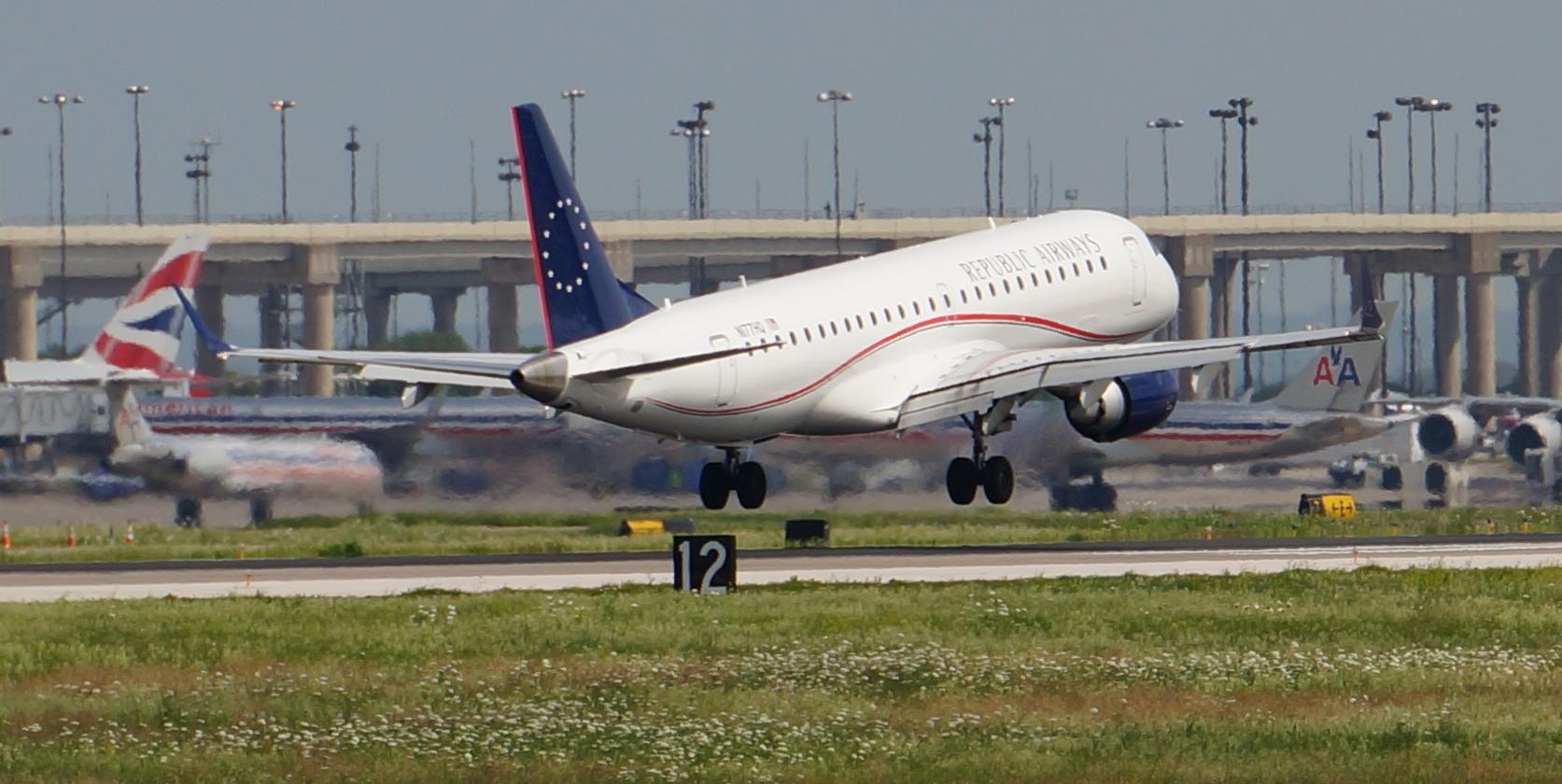 https://dallasnews.imgix.net/Republic-Airways-Embraer-ERJ-900-2011-N177HQ-landing-DFW-Airport-May-6-2015-Terry-Maxon-9.jpg