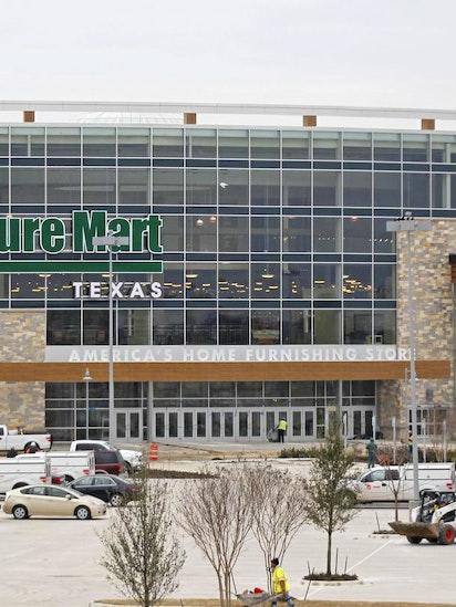 Warren Buffett Keeps Mum On Nebraska Furniture Mart Opening In The Colony