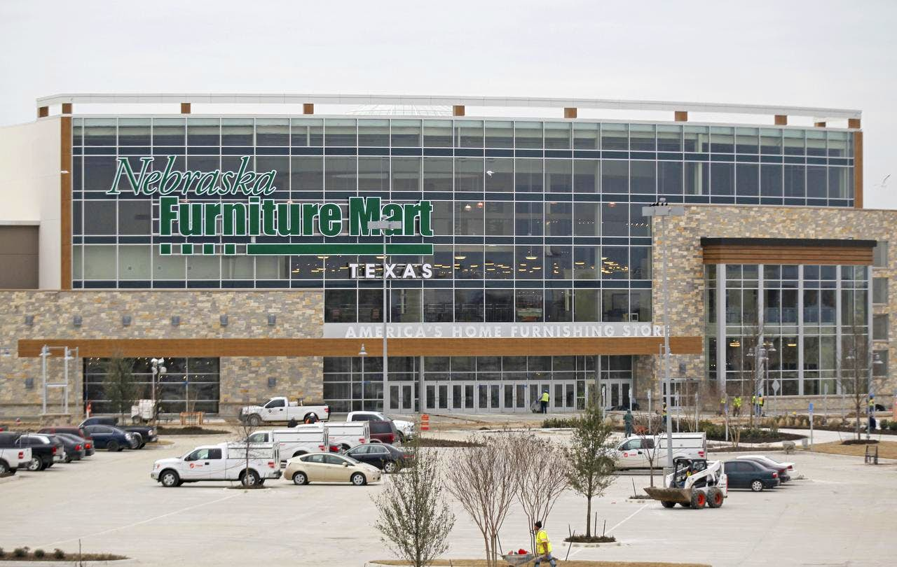 Warren Buffett Keeps Mum On Nebraska Furniture Mart Opening In The Colony Retail Dallas News